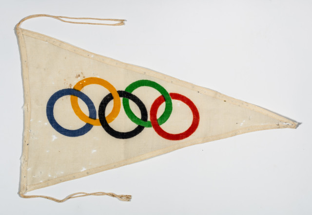 Triangular pennant with 5 Olympic Rings